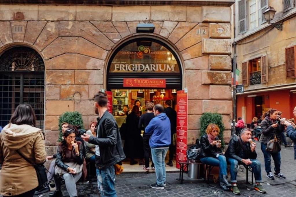 Frigidarium est un glacier à Rome qui propose des glaces faits avec des produits de saison.