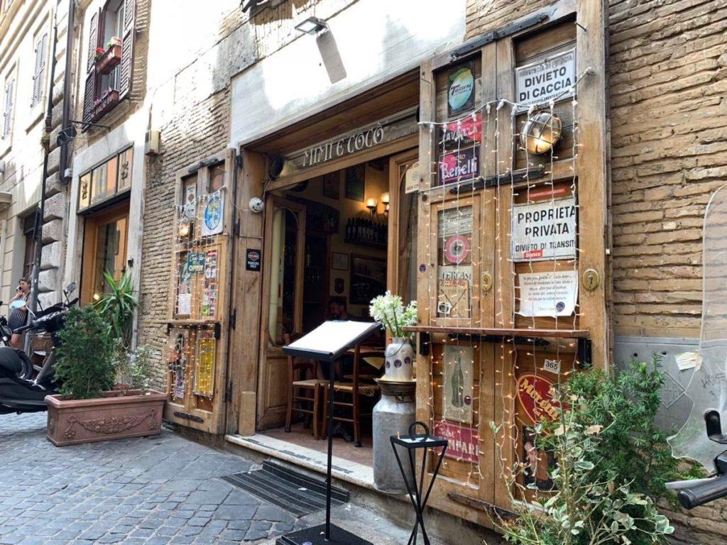 Mimi e Coco est un petit restaurant qui propose de délicieuses pâtes dans une ambiance très conviviale et chaleureuse.
