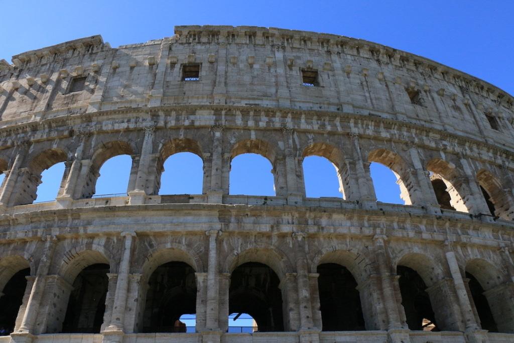 Les arcades du Colisée de Rome