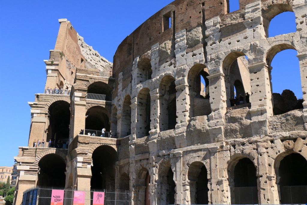 La façade extérieure du Colisée à Rome