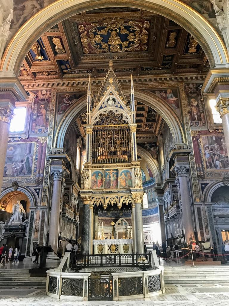 L'autel papal de la basilique Saint Jean de Latran à Rome
