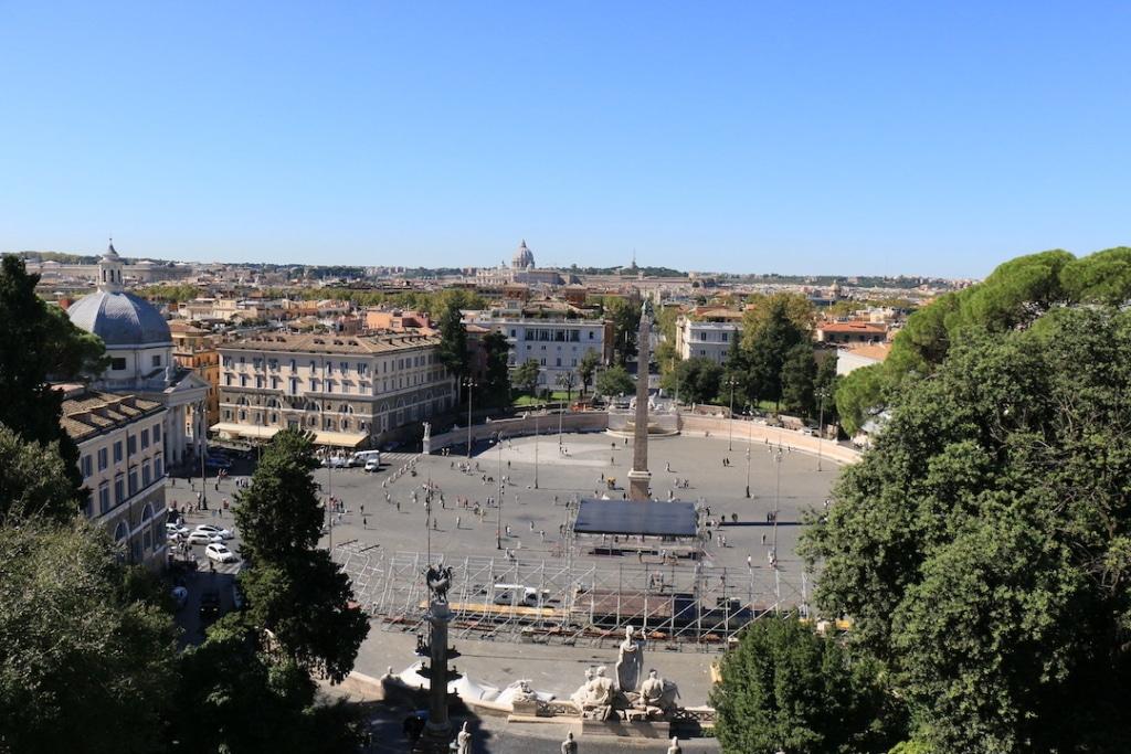 Vue sur la piazza di popolo depuis la terrasse Pincio dans la Villa Borghese à Rome