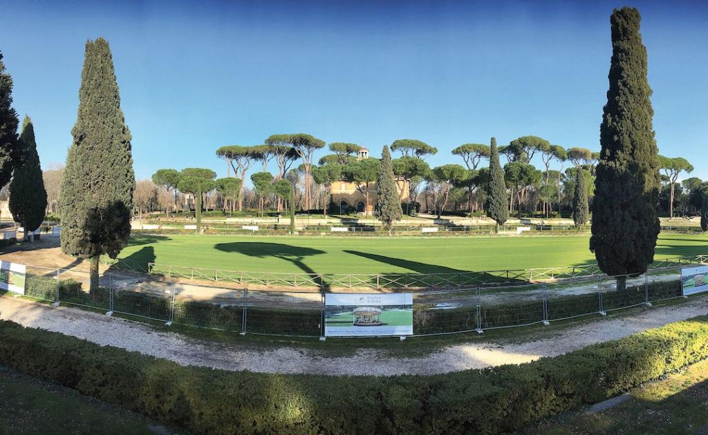 Piazza di Siena est un endroit reposant situé dans la Villa Borghese à Rome