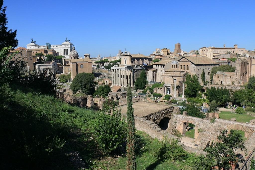 Vue sur le forum Romain à Rome.