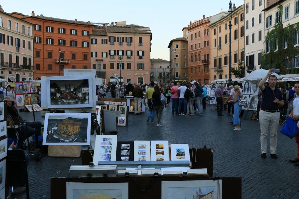 Artistes de rue sur la Piazza Navona à Rome