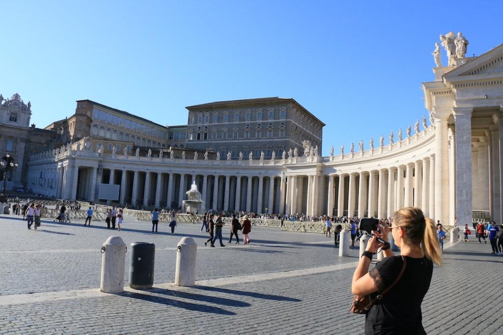 Place Saint Pierre à Rome