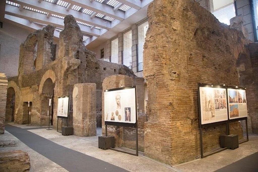 Ruines en dessous de la Piazza Navona de l'ancien stade de Domitien à Rome