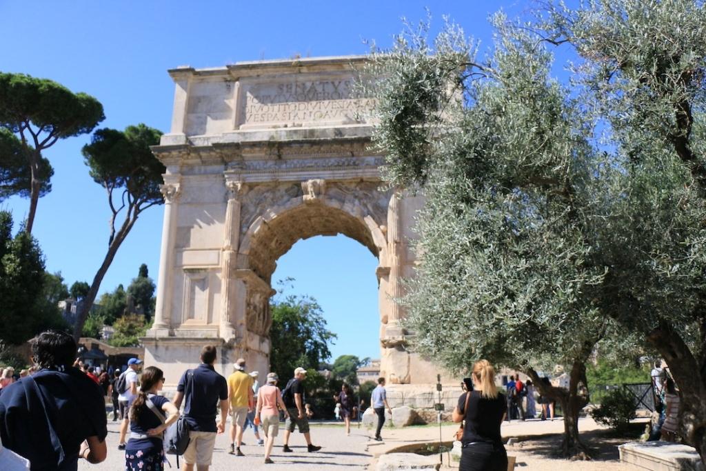 Arc de Titus à l'entrée du Forum Romain à Rome
