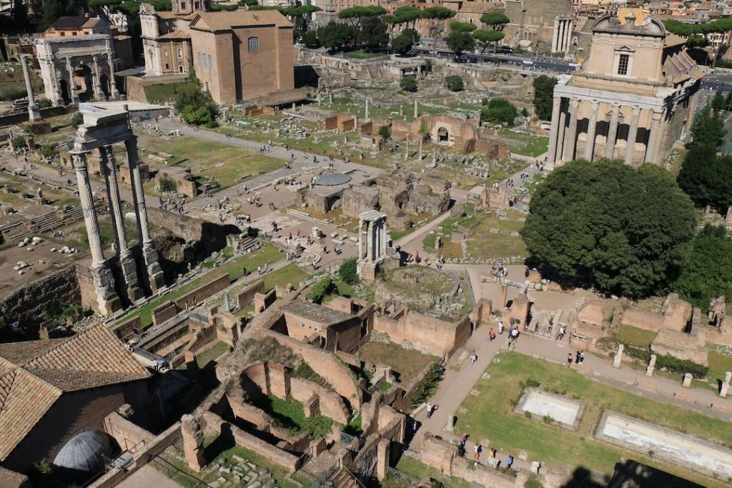 Vue depuis le Mont Palatin sur le Forum Romain à Rome