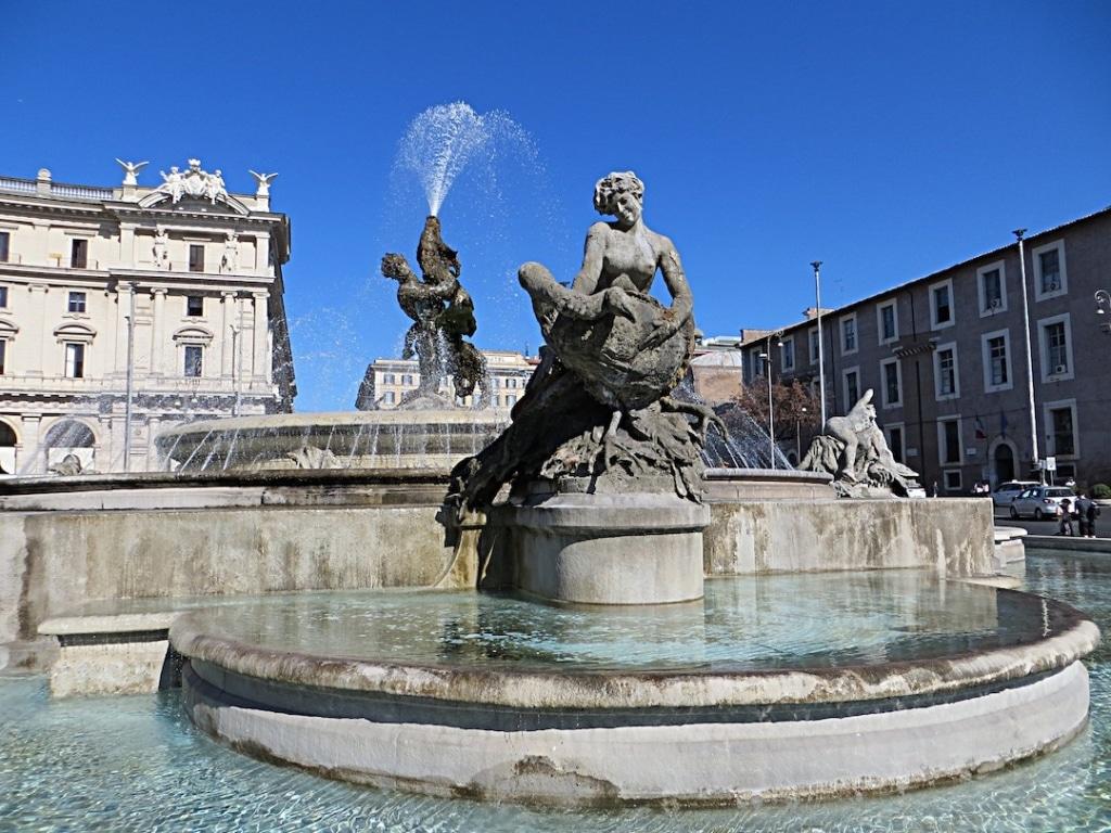 Fontaine des Naïades située sur la place de la République à Rome