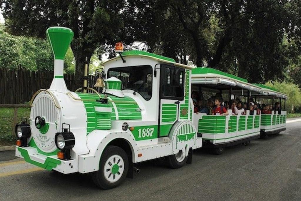 Train vert et blanc du zoo de Rome