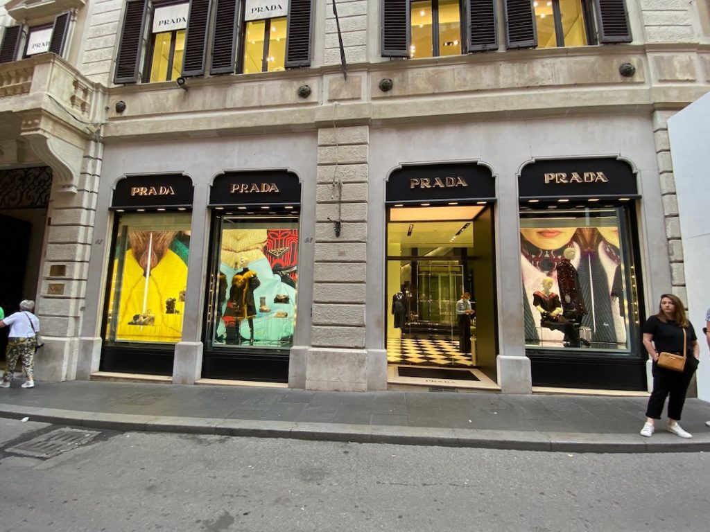 Devanture de la boutique Prada à Rome