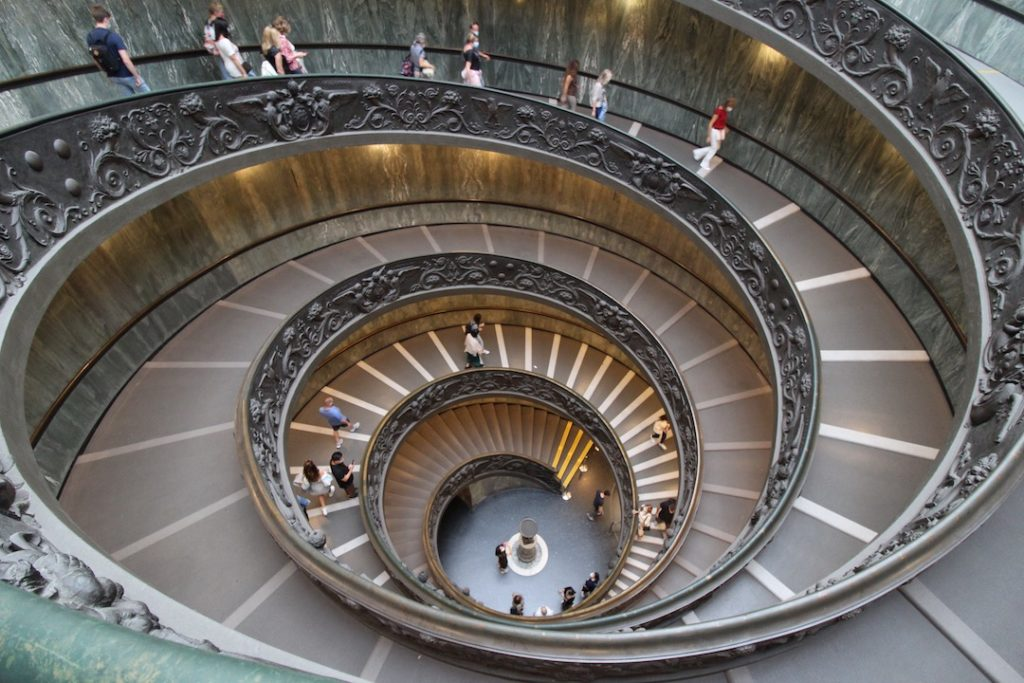 Escalier de Bramante dans les musées du Vatican à Rome