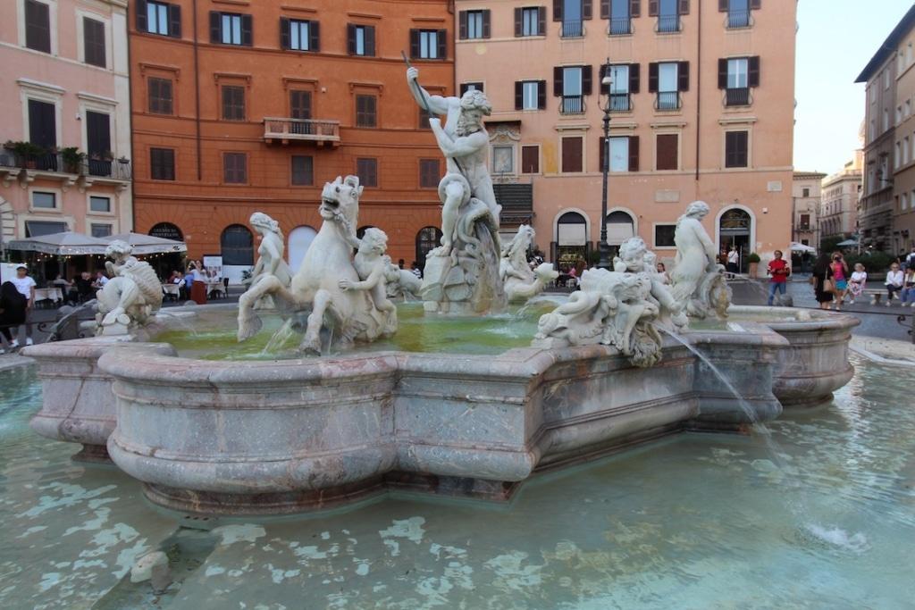 Fontaine de Neptune sur la Piazza Navona à Rome
