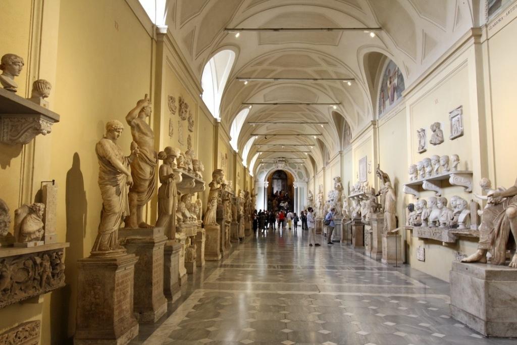 Galerie de sculptures dans les musées du Vatican