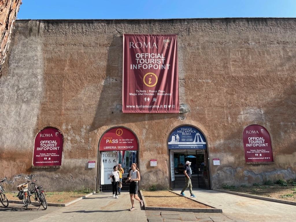 Point info pour récupérer le Roma Pass proche du Colisée