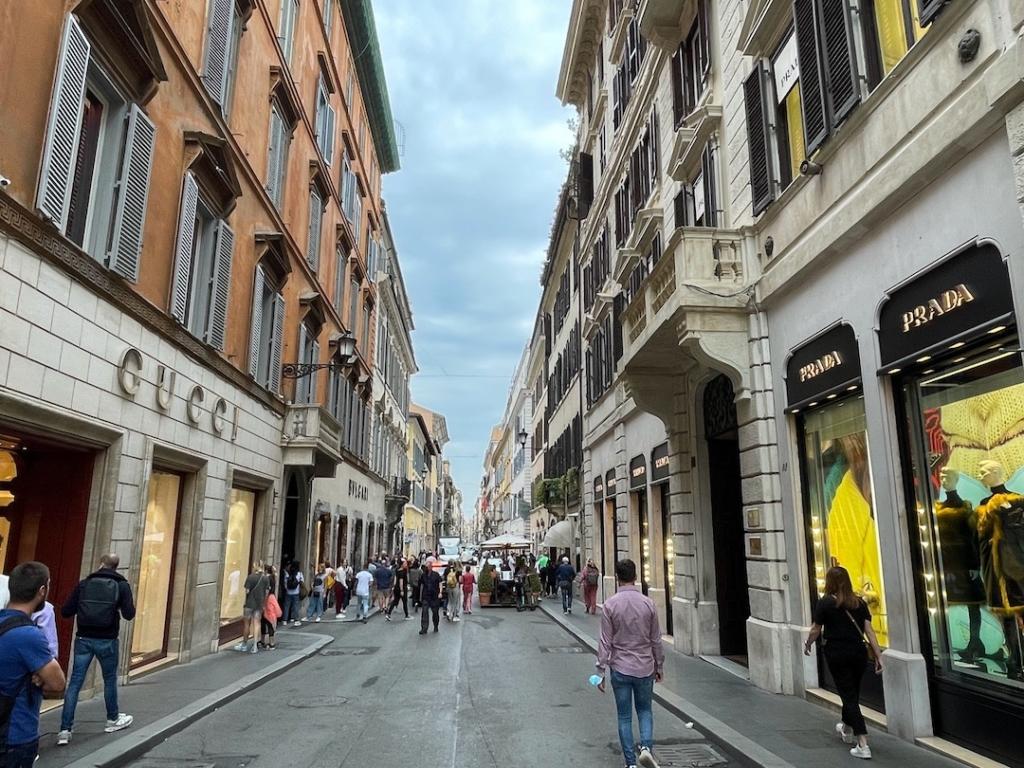 Magasins de luxe à côté de la Place d'Espagne à Rome