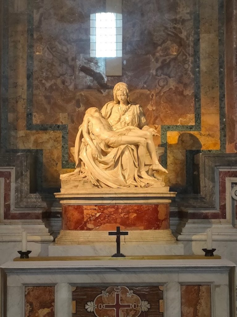 Statue de la Pietà de Michelangelo dans la Basilique Saint Pierre