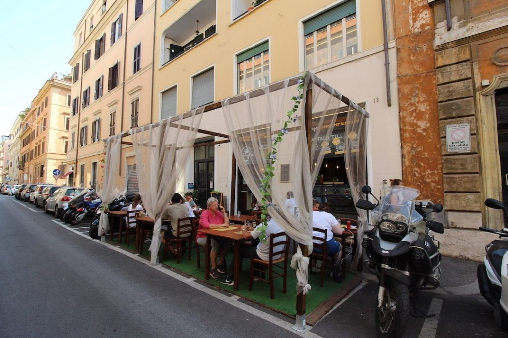 Extérieur du restaurant Semplice à Rome