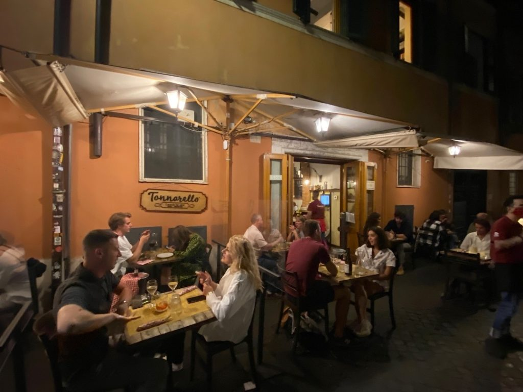 Extérieur du restaurant Tonnarello à Rome